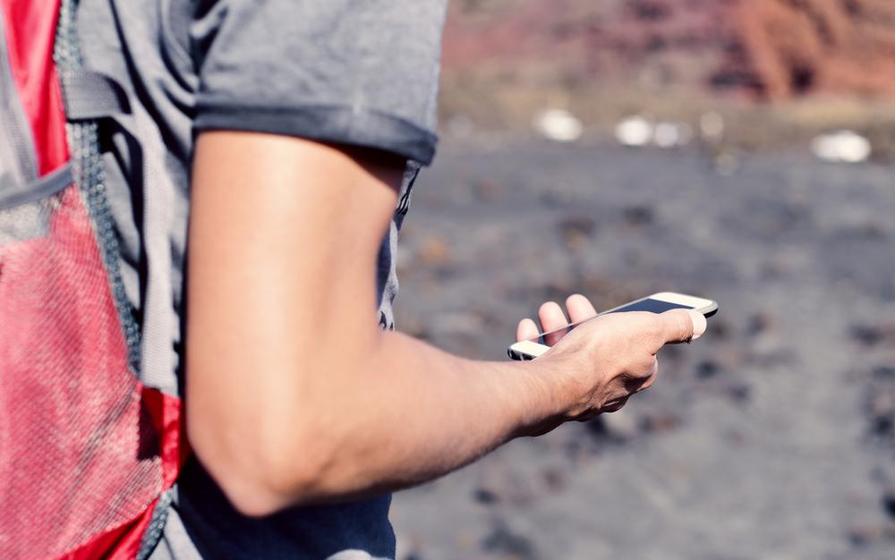 Smartphone trekking shutterstock_557149864