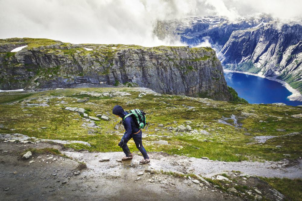 Trolltunga, trekking in Norvegia