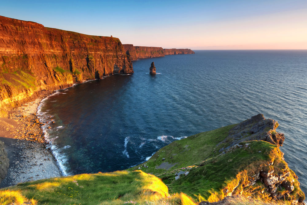 cliffs of moher_102909776