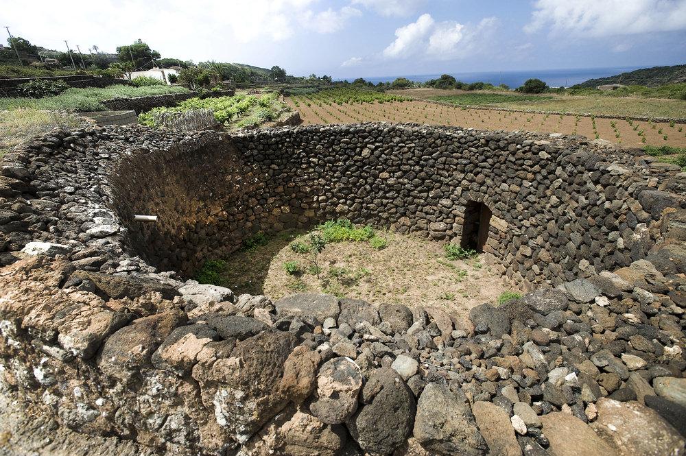 Trekking Pantelleria, archeologia